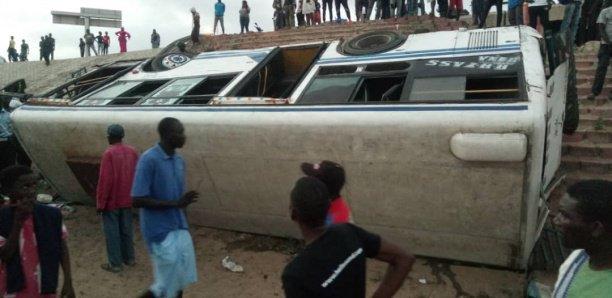 Pont de l'émergence : deux bus Tata se livrent à une course et causent un accident