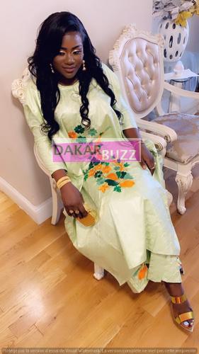 PHOTOS - Admirez les deux magnifiques tenues de la femme d'Abba No Stress lors du baptême de sa fille