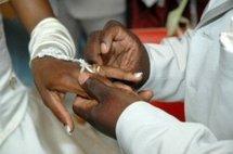 Un remariage pas comme les autres : Son avocat lui remet la bague au doigt après l'avoir aidé à divorcer