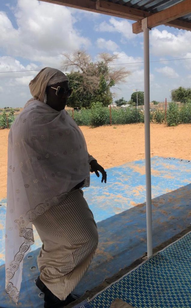 VIDEO - Bijou Ngoné se recueille au mausolée de Cheikh Béthio: «Lima Cheikh bi daan wakh...»