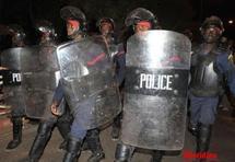 La police disperse des opposants à coups de gaz lacrymogènes