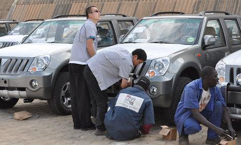 PHOTOS : L'homme d'affaires Cheikh Amar, fait don de 600 4X4 FOTON aux élus locaux