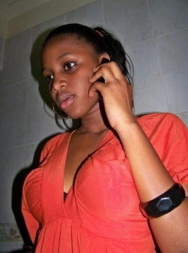 (sur cette photo) Bintou Seck la soeur de Waly seck qui s'est mariée avec le footballeur Cheikh Mbengue...