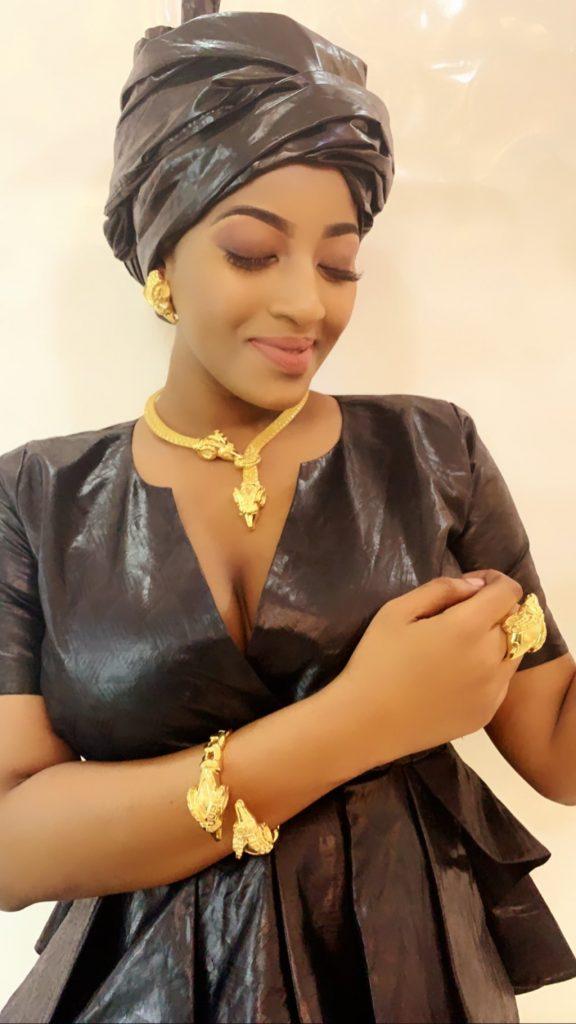 PHOTOS - Disparue de la circulation, l'actrice Betty signe son retour avec un sagnsé de « Jongama »