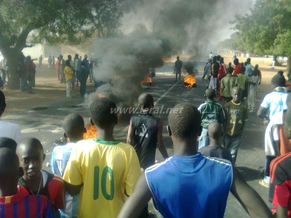 [Exclusivité Photos ] Violentes manifestations  à  Ndande FALL ( Louga )