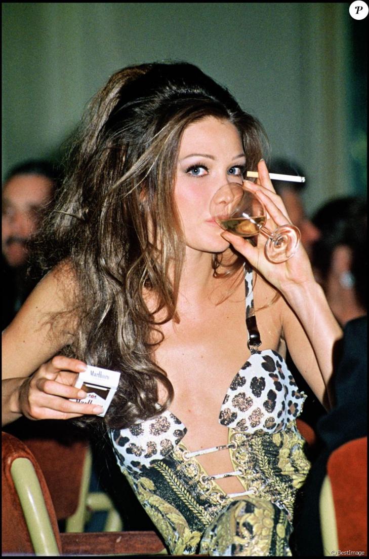 PHOTOS - Carla Bruni-Sarkozy au naturel dans la nouvelle pub Burberry