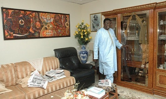 contemplez le beau salon de mbaye jacques diop. Black Bedroom Furniture Sets. Home Design Ideas