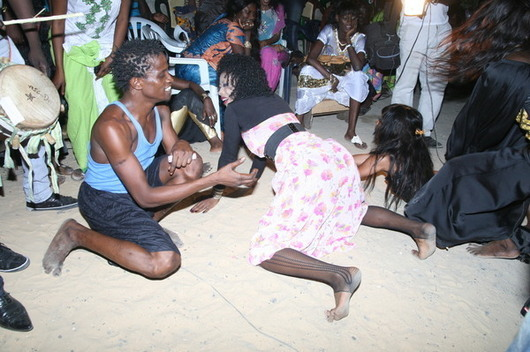 Photos Sabar Sexy : Elle ouvre la braguette de Pape Ndiaye Thiopet