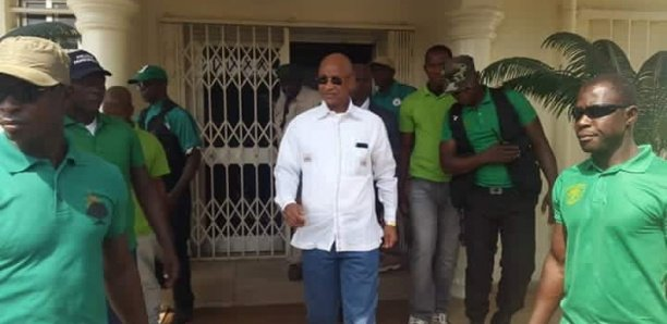 Guinée: des tireurs visent la voiture de Cellou Dalein, son garde du corps touché par balle