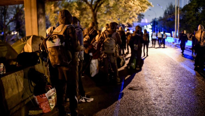 Deux campements de migrants évacués dans le nord de Paris