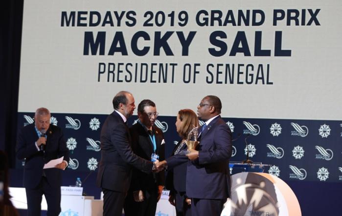 """Le Président Macky Sall recevant le Grand Prix Medays: """"Si l'Afrique recevait son dû par des échanges plus équitables, on ne parlerait plus d'aide publique au développement!"""""""