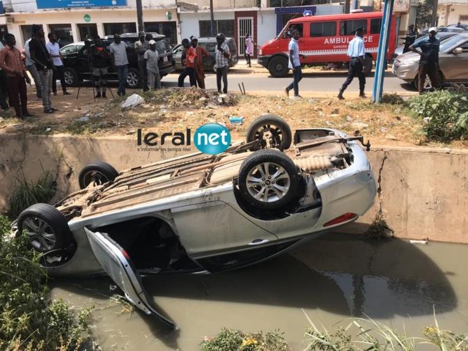 VIDEO - Grave accident au Point E, la voiture conduite par une dame se renverse dans le canal.... REGARDEZ !