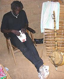 Téméraire, il fumait du ''yamba'' près du bureau du doyen des juges