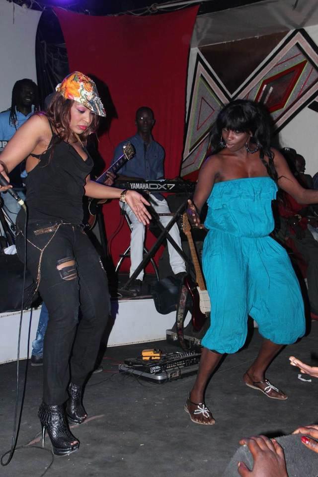 Quand Ndèye Guèye fait danser le 'Thiakhagoune' à Viviane