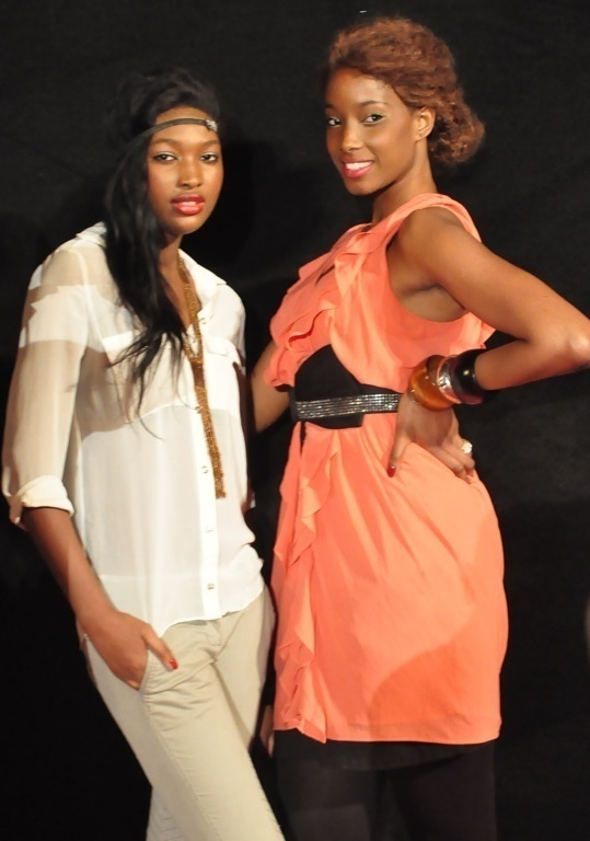 Les Miss Ayssé Ndiaye et Adama Diallo votent Macky Sall