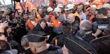 Les métallos d'ArcelorMittal brutalement refoulés du QG de Sarkozy