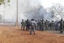 Mali: des militaires tirent en l'air à Bamako, investissent la radio-TV