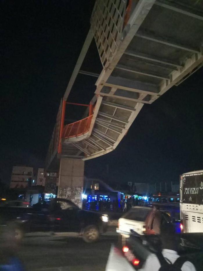 Urgent: Un camion en surcharge endommage le pont piéton de Sicap Mbao