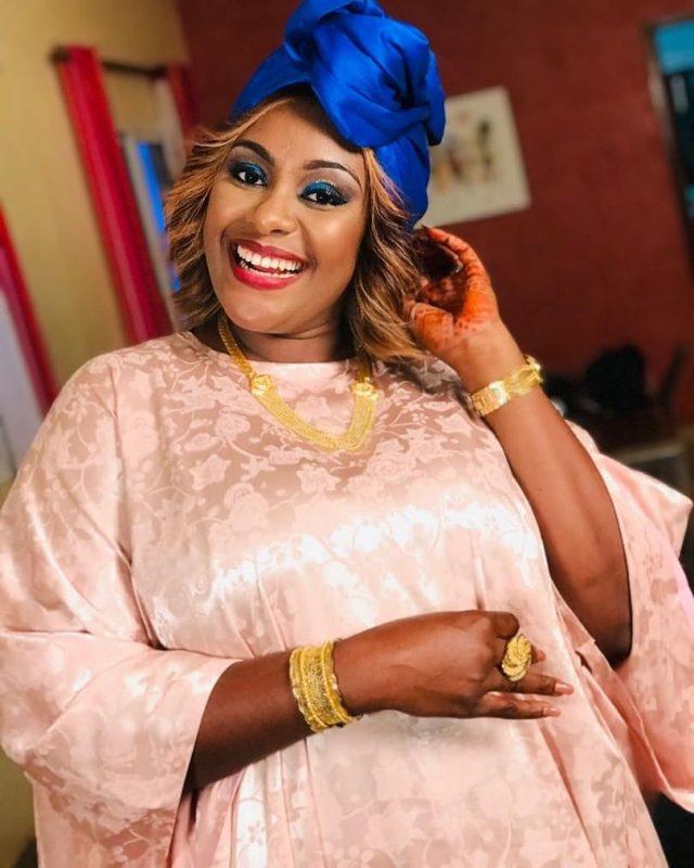 PHOTOS - L'actrice Adja enflamme la toile avec ses différentes tenues
