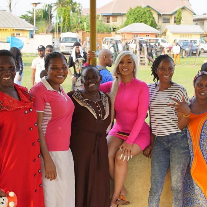 Cardi B: En séjour au Nigéria, l'attitude de la chanteuse en boîte de nuit indigne la toile
