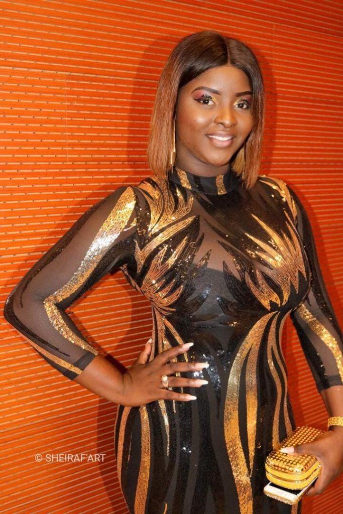 PHOTOS - Abiba expose sa silhouette pulpeuse dans une robe ultra moulante