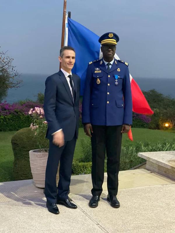 Le Gouverneur du Palais de la République honoré par la France