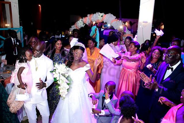 PHOTOS - Le mariage royal de Laurent Sène, DG de la chaîne d'hôtels Fleur de Lys et son épouse Aida Sène