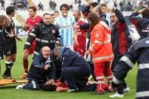 """""""VIDÉO""""Un joueur italien meurt sur le terrain le championnat  suspendu"""