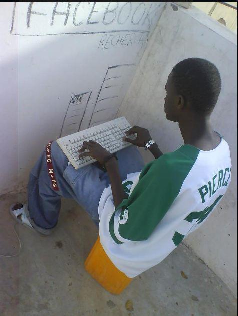 Image du jour: Quand Facebook rend fou un jeune Sénégalais