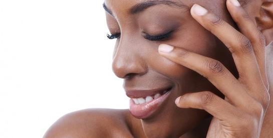 Comment camoufler les boutons, l'acné avec du maquillage ?