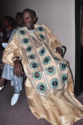 Le tambour major Doudou Ndiaye Rose décoré à l'Ordre du Soleil levant