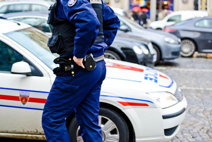 """Un homme abattu par la police après avoir poignardé des passants près de Paris: un mort et deux blessés en """"urgence absolue"""""""