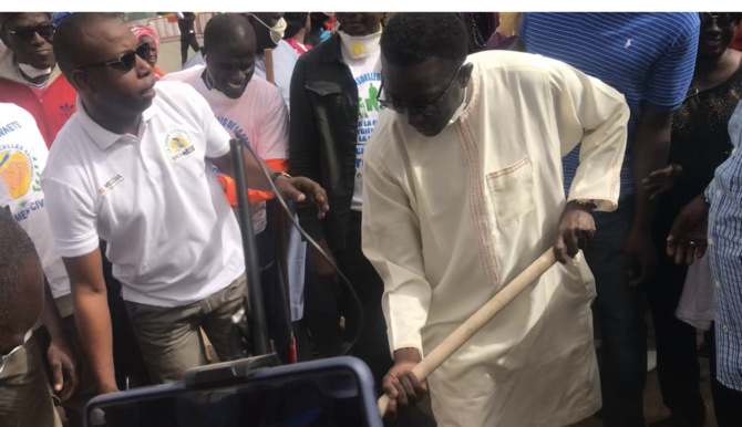 « Cleaning Day » Initié Par Le Président Macky Sall : Le Ministre Amadou Ba S'y Met…