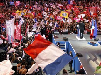 Salle comble à Bercy au meeting de rassemblement de François Hollande