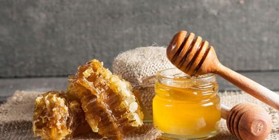 Masque miel et argile pour lutter contre l'acné
