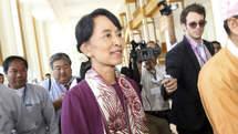 Aung San Suu Kyi a prêté serment