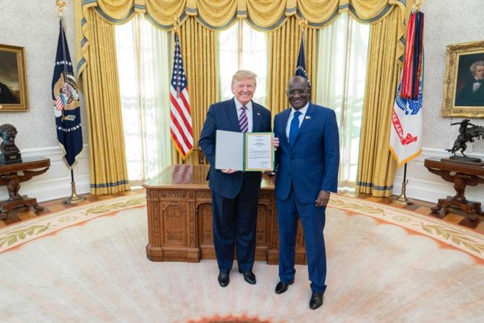 Nouvel ambassadeur du Sénégal aux États-unis, Son Excellence Mansour Élimane KANE reçu par le Président des Etats-Unis, Son Excellence Monsieur Donald John TRUMP   L'AmbaMansour Elimane Kane, nouvel ambassadeur du Sénégal à Washington a pris fonction