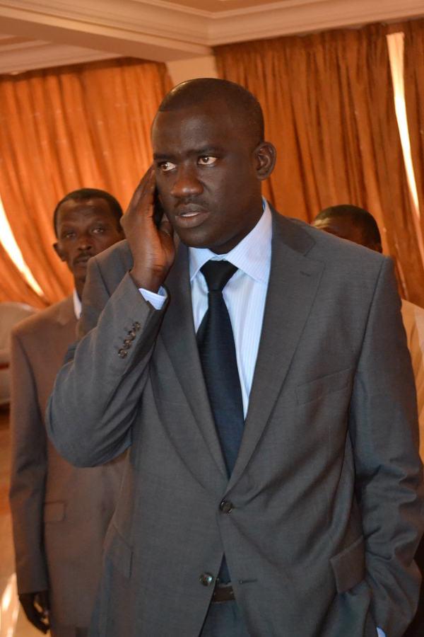 Le beau costume de Moussa Tine