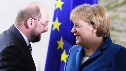 """Merkel à Hollande: """"Prendre les décisions nécessaires pour l'Europe"""""""