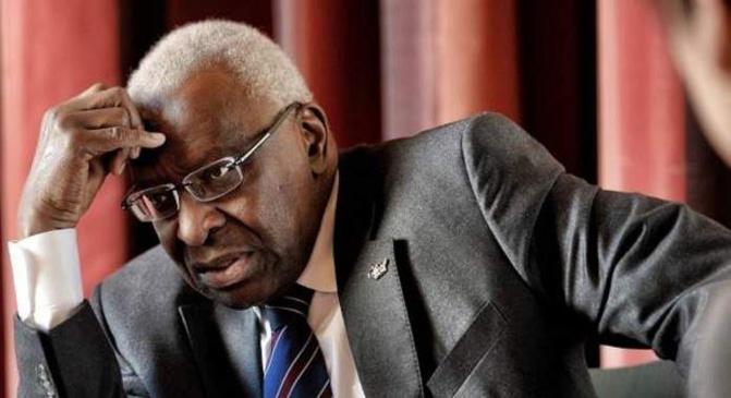 Affaire IAAF: le parquet de Paris rejette sa demande de mainlevée, Lamine Diack reste en résidence surveillée
