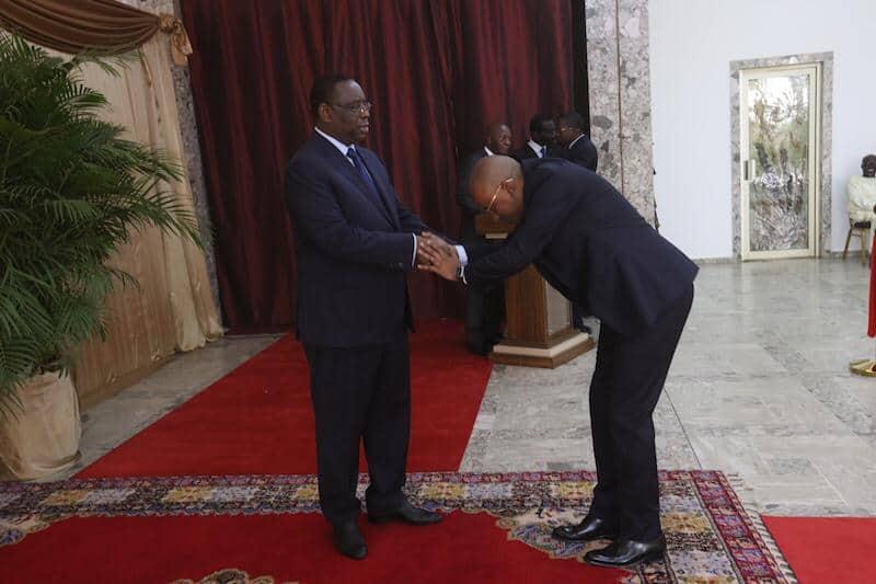 (PHOTOS): La révérence exagérée d'Oumar Sow, Ministre Conseiller envers Macky Sall secoue la toile