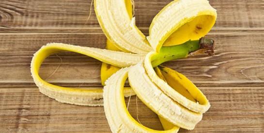 Trois astuces à faire avec la peau de banane douce à la maison