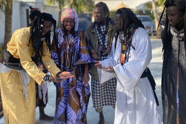 PHOTOS - Sokhna Maï Mbacké, fille de Serigne Abdou Karim, en toute complicité avec les Baye Fall