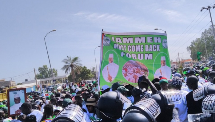 Gambie: des milliers de manifestants réclament le retour de l'ex-président Jammeh