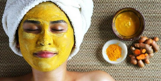 Le curcuma au miel, un surprenant allié contre l'acné et pour un corps plus sain
