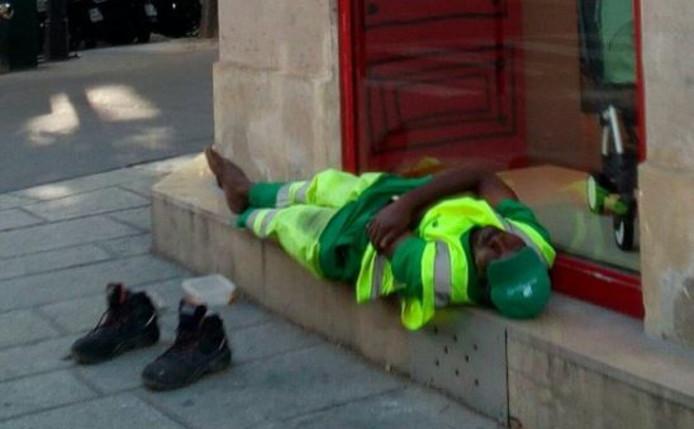 Bonne nouvelle pour Adama Cissé, l'agent d'entretien parisien licencié après une photo de lui endormi