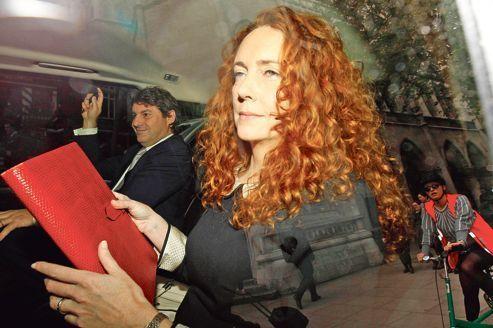 La reine des tabloïds sur le gril à Londres