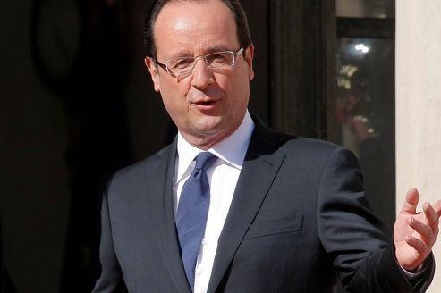 Passation de pouvoirs : le président Hollande officiellement investi