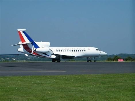 L'avion d'Hollande touché par la foudre