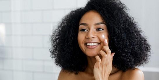 Masque et exfoliant contre l'acné, les boutons et les cellules mortes